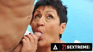 Gutsy Massage Therapist Drills GILF Overwrought Hammer away Pool