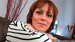 Mature dam gives her hairy pussy a comfit