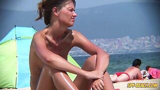 Amateur Beach Nudist Voyeur - Shallow Shaved Pussy