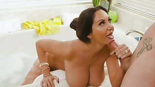Mature mom pornstar Ava Addams - Big fake tits in bathtub hardcore